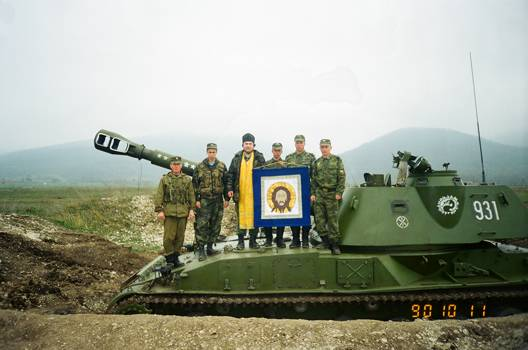 Военные священники рядом с солдатами